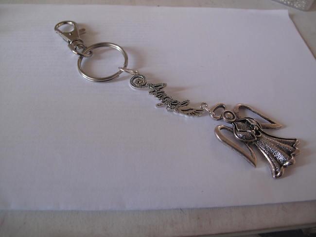 Llavero de ángel para tener tus llaves adornadas con esta fácil manualidad.